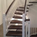 Treppe Holztreppe Treppe aus Holz Innentreppe Innentreppe aus Holz Treppenbau Treppenstufen Holz Treppe Holz Weiß Holzgeländer